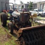 Ford 2000 tractor w/broom